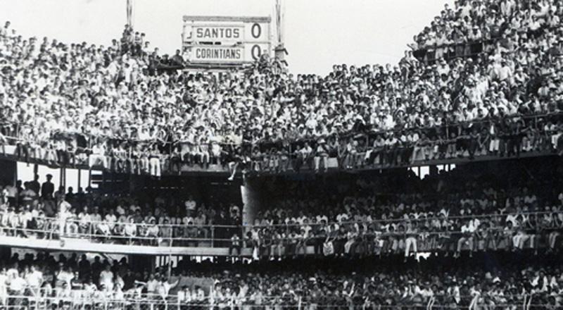 Recorde de público - A Vila Belmiro, abarrotada, no dia 20 de setembro de 1964