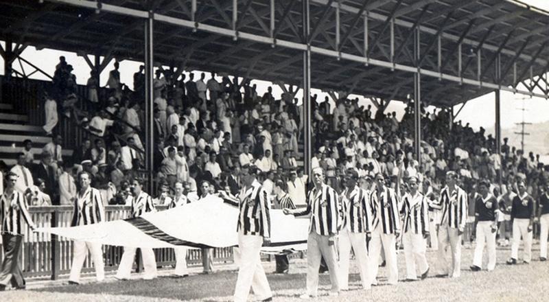 Rara imagem do dia da inauguração do estádio do Peixe, em 12 de outubro de 1916